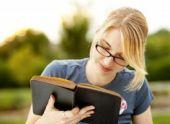 Молодые американцы предпочитают печатную литературу электронной